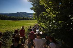 Sentiero Montepetra con gente