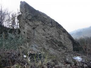 Una delle grosse rocce a Ponte Rosso